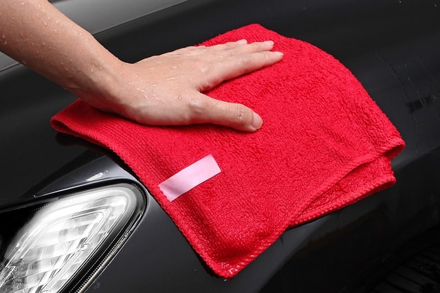 Cleaning A Car With A Waterless Product